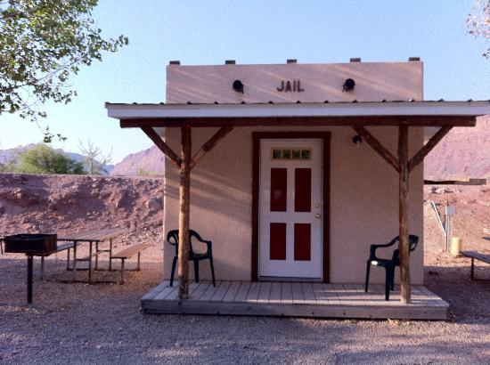 Riverside Oasis Campground & RV Park: The Jail cabin
