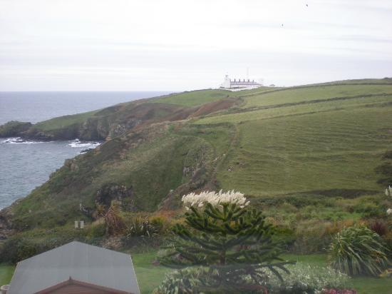 Housel Bay Hotel & Restaurant: view to the right, lighthouse.