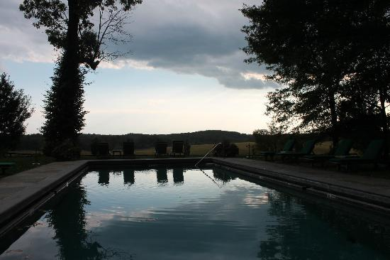Goodstone Inn & Restaurant: Beautiful pool and view