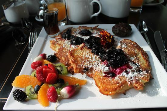 Goodstone Inn &amp; Restaurant: blueberry pancakes, to die for!