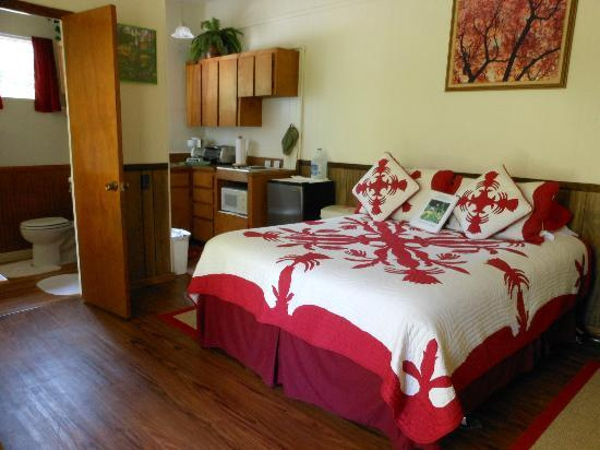 My Island Bed and Breakfast: Red Room at My Island B&amp;B