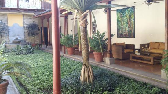 Hotel Plaza Colon: Courtyard 1