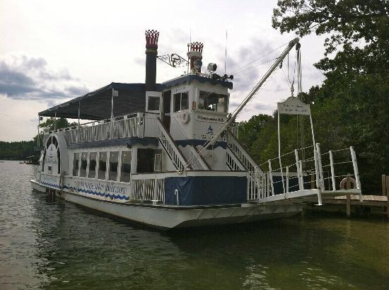 Winnipesaukee Belle at the Wolfeboro Inn