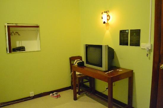Avie Moriya Villa: a tv is provided in the room although the only english channel was the australian network