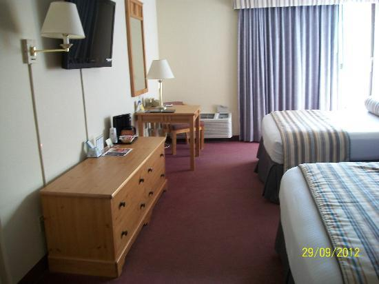 Wyndham Garden Carson City Max Casino: View from entrance, 2 queen beds