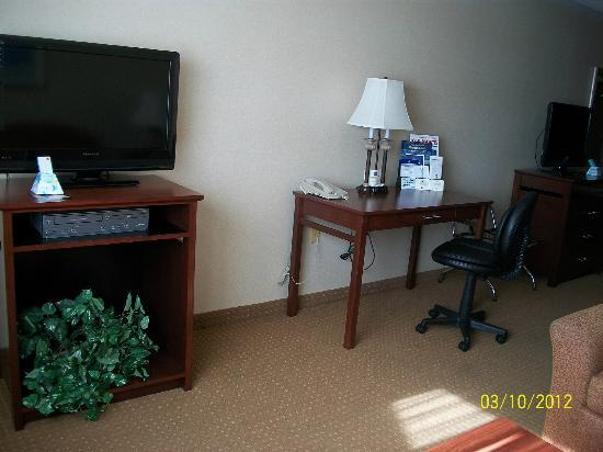 BEST WESTERN PLUS Landmark Inn: Desk in room