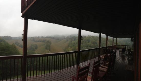 Berry Springs Lodge: afternoon pan. from the back porch