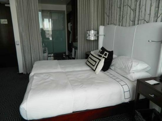 DaVinci Hotel and Suites: Bed