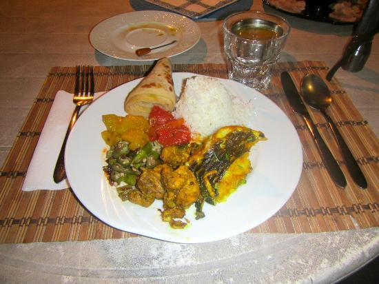 Lawaki Beach House: Curry fish for dinner