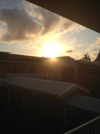 Discovery Cairns: sunrise on balcony