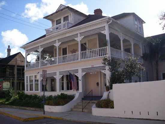 The Kenwood Inn: Exterior of Inn