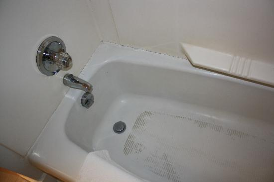 Tallwood Motel: filthy tub
