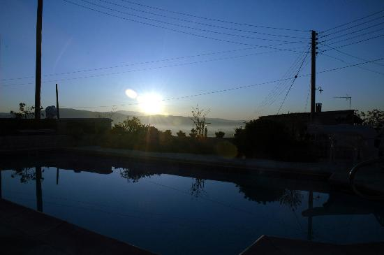 Kallepia, Kypros: sunrise from the pool area