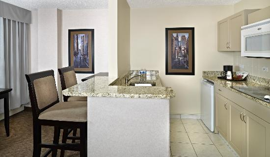 Campus Tower Suite Hotel: Premium Studio Suite Kitchenette