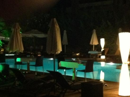 Corfu Mare Boutique Hotel: you can eat by the pool in the evening