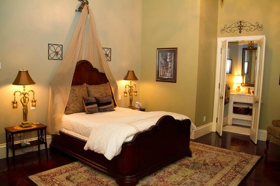 The Grand Magnolia Ballroom &amp; Suites: New Orleans Queen Suite
