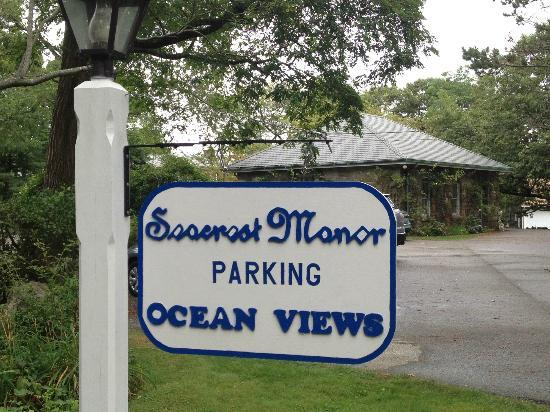 Seacrest Manor: hotel welcome sign