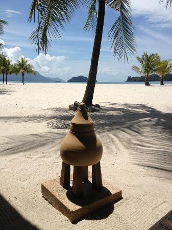 Four Seasons Resort Langkawi, Malaysia: Vue plage du restaurant grill