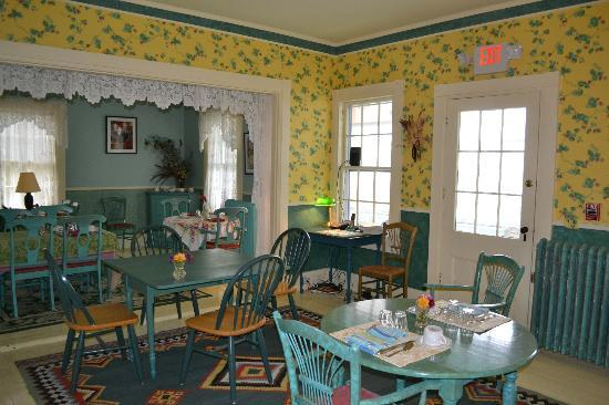 Haverhill, NH: DIning room looks out over extensive backyard