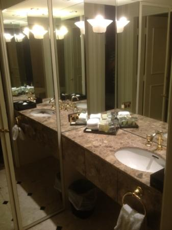 Beautiful bathrooms picture of stamford plaza melbourne for Beautiful private dining rooms melbourne
