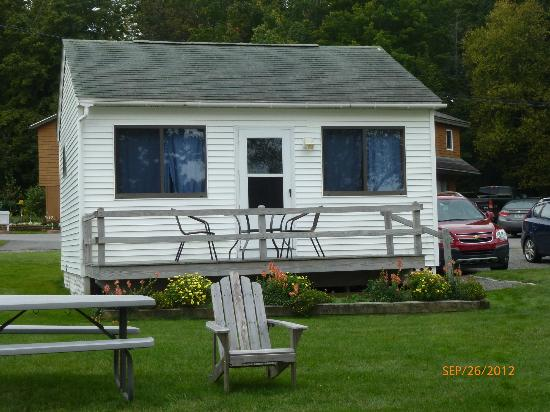 Edgewater Motel & Cottages: Cabin #5