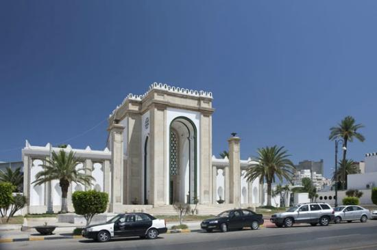 Awal Hotel is situated within walking distance to the Tripoli Fairgrounds