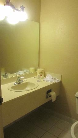The Quad Resort and Casino: bathroom