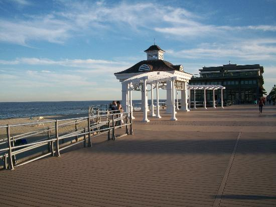 Ocean Place Resort & Spa: Board Walk