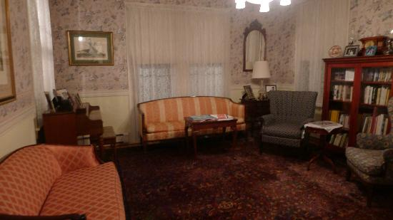 Victorian Lace Inn: Interior furniture