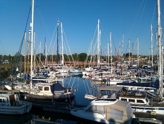 Premier Inn Ipswich South: The Marina opposite the hotel