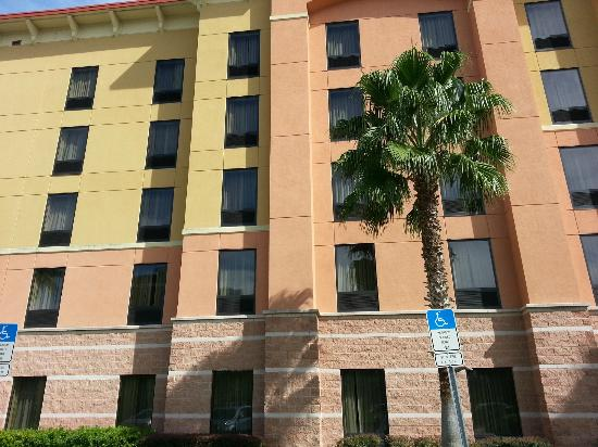 Hampton Inn &amp; Suites Orlando - South Lake Buena Vista: frente hotel