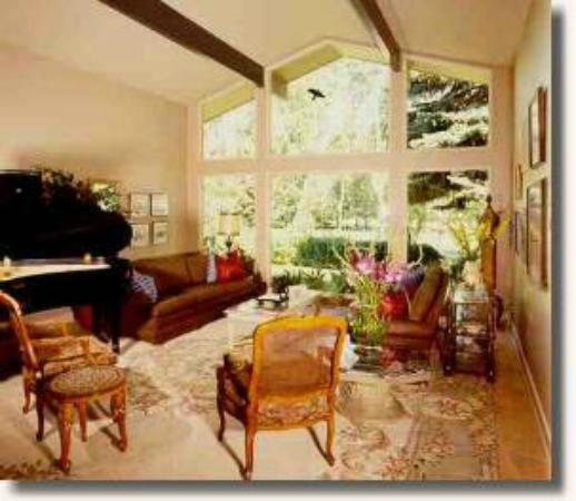 Shangarry Bed and Breakfast: Guest lounge with grand piano
