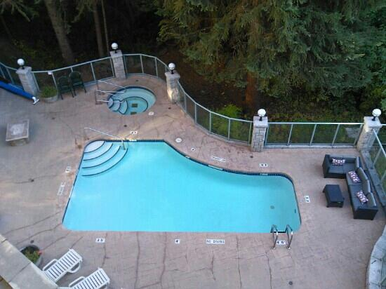 pool and hot tube picture of summit lodge spa whistler tripadvisor. Black Bedroom Furniture Sets. Home Design Ideas