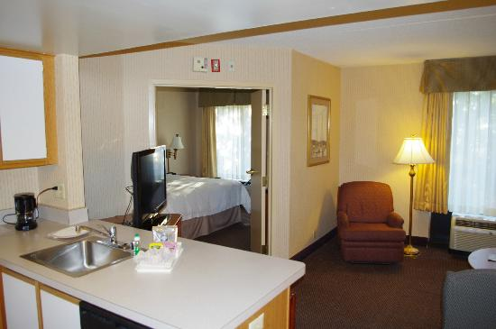 Hampton Inn & Suites Annapolis: Spacious room off King bedroom