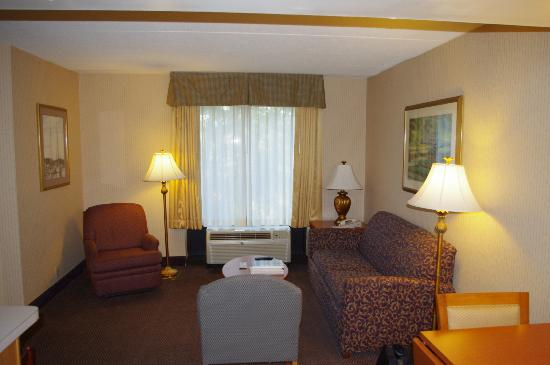 Hampton Inn & Suites Annapolis: Extra space to stretch out.