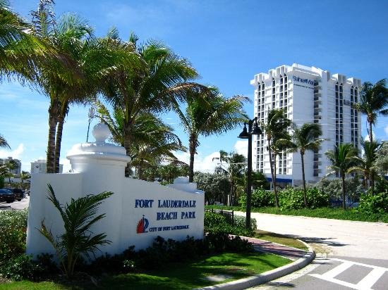 Bahia Mar Fort Lauderdale Beach - a Doubletree by Hilton Hotel: The Hotel