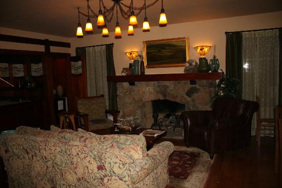 Blackbird Inn - A Four Sisters Inn: Gathering area