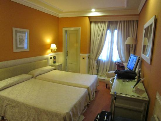 Hotel Alhambra Palace: Twin room with balcony