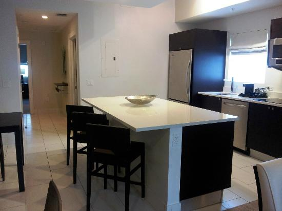 Hyatt Miami at The Blue: The kitchen in the one bedroom King unit