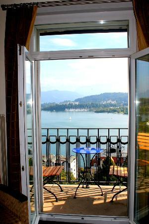 Art Deco Hotel Montana Luzern: Lake view room