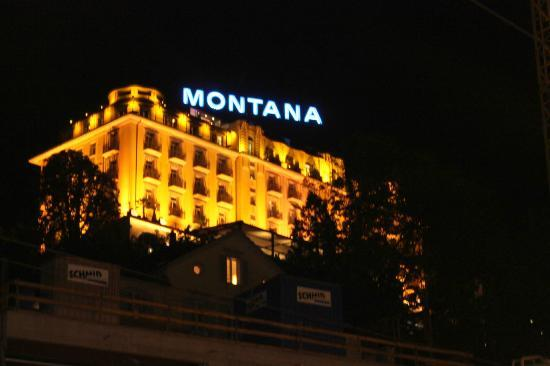 Art Deco Hotel Montana Luzern: Hotel at night