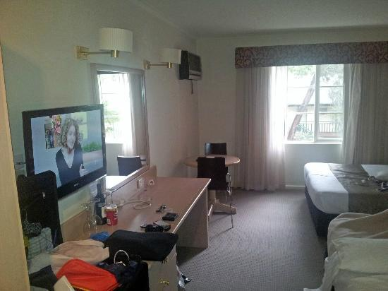Eltham Gateway Hotel & Conference Centre: Part view of room.