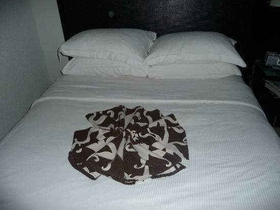 Hilton Rose Hall Resort & Spa: bed with flower design