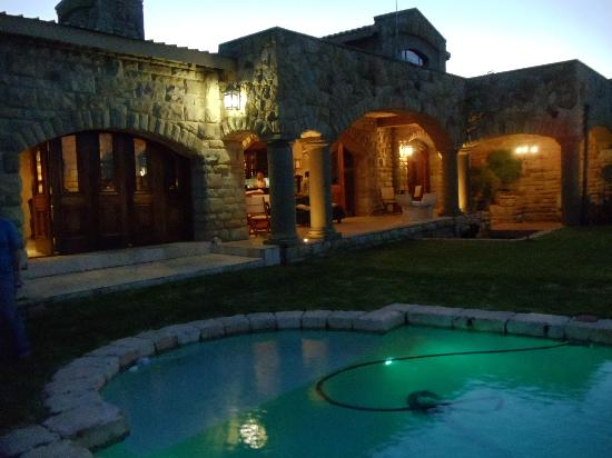 Wild Horses Mountain Guest Lodge: View of the lodge front from swimming pool area
