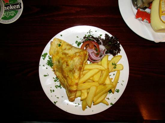 Durty Nelly's Inn: Ham and cheese omelette with fries