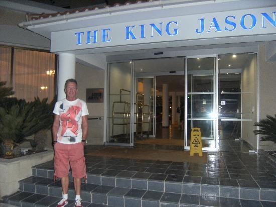 Louis King Jason: Hotel entrance