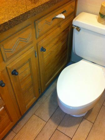 Temecula Creek Inn: Cabinet door couldn't fully open