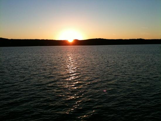 Tan-Tar-A Resort, Golf Club, Marina & Indoor Waterpark: sunset from sunset point on property