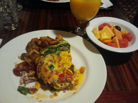 Embassy Suites by Hilton Anchorage: Breakfast,yum!