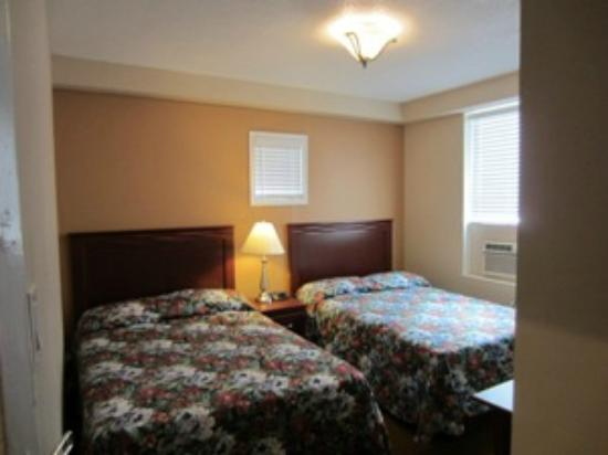 Knights Inn Toronto: Two Double Bed
